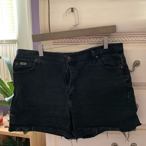 VINTAGE CUT OFF DISTRESSED LEE MOM SHORTS